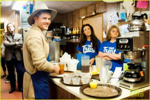 Trent fulfilling his waiter duty at Longhorn Fish and Stakehouse Source:cdn03.cdn.justjared.com