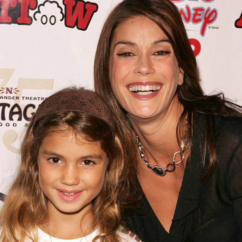 Teri Hatcher and her little daughter