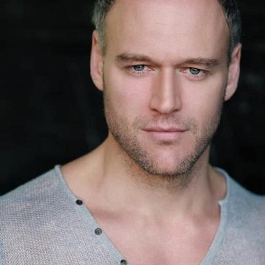 Elliot Cowan Biography   Know more about his Personal Life, Married, Partner, Net Worth, Wife, Height, Age, Movies, Lost in Austen, Son, Alexader, Beowulf