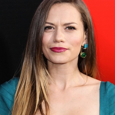 Bethany Joy Lenz Biography | Know more about her Personal Life, Age, Daughter, Net Worth, Husband, Baby, Songs, Colony, James Lafferty, Movies, TV Shows