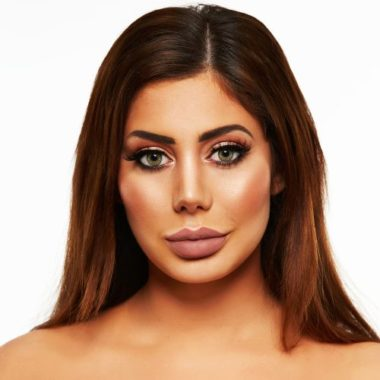 Chloe Ferry Biography | Know more about her Personal Life, Plastic Surgery, Age, Geordie Shore, Net Worth, CBB, Lips, Wiki, Lipstick