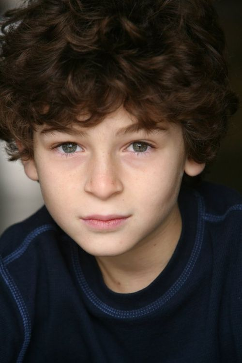 American young actor, David Mazouz young age photo.